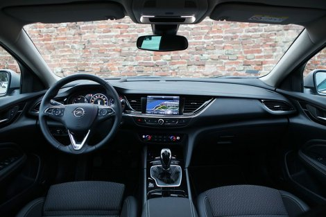 """Opel Insignia Grand Sport - Limuzina za """"peglanje"""" kilometara"""